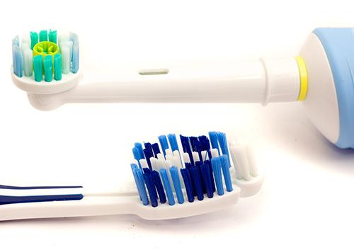 electric-or-manual-toothbrush_2118807.jpg