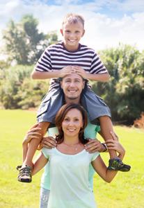 kids-on-moms-shoulders_33831597.jpg